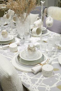 #kodin1 #joulu #talvi #kattaus #astiat Tablescapes, Pots, Table Settings, Dishes, Table Decorations, Furniture, Home Decor, Winter Christmas, Decoration Home