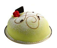 Wedding cakes around the world - Niclas Bomgren/Getty Images  SUÈDE Le gâteau servi lors des mariages en Suède est appelé le gâteau princesse, ou prinsesstarta. Créé pour la première fois dans les années 1930, ce gâteau en forme de dôme est recouvert d'une couche de pâte d'amande colorée en vert, et fourré à la vanille et la confiture de framboise.