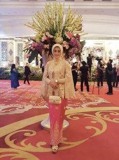 Kebaya Lace, Kebaya Hijab, Batik Kebaya, Kebaya Dress, Kebaya Muslim, Batik Dress, Hijab Evening Dress, Evening Dresses, Muslim Fashion
