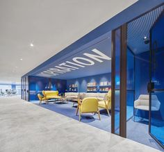 This interior design project was carried out on the floor of the Dau building in Barcelona, to welcome Caixabank's innovation and marketing. Public Space Design, Office Space Design, Modern Office Design, Office Interior Design, Public Spaces, Corporate Interiors, Office Interiors, Commercial Interior Design, Commercial Interiors