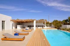 http://dreamdoor24.blogspot.pt/2014/01/art-arquitecture-paros-beach-house.html