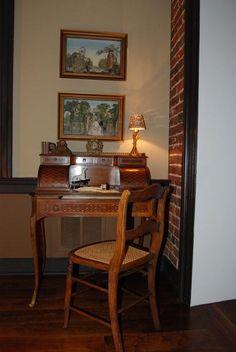 Antique Ladies French-Style Desk/Vanity