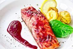 Losos s brusnicovou omáčkou - Recept pre každého kuchára, množstvo receptov pre pečenie a varenie. Recepty pre chutný život. Slovenské jedlá a medzinárodná kuchyňa Food And Drink, Fish, Meat, Pisces