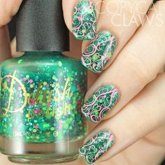 Gorgeous swirl nail stamping using Delush Polish's Swirls & Twirls plate over Garden of Thorns. Glam Nails, Hot Nails, Beauty Nails, Gorgeous Nails, Pretty Nails, Neon Nail Polish, Nail Polishes, Nail Art Designs, Manicure Pictures