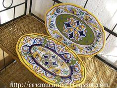 Decorazioni su piatti di portata di ceramica #Majolica #Italy http://ceramicamia.blogspot.it/2013/03/decorazioni-su-piatti-di-portata-di.html