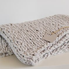 chunky knit blanket ♥just in time for throw weather and snuggling!
