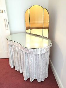 Kidney+Shaped+Dressing+Table | Kidney Shaped Dressing Table
