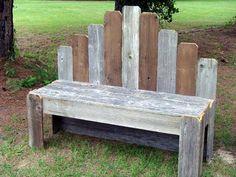 Banc récup avec des palettes et planches de bois