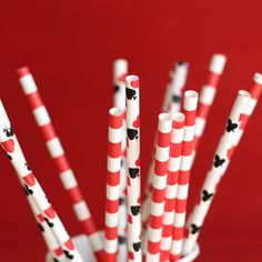 Channel your inner queen of hearts and decorate for your Alice in Wonderland party! Celebrate with these vintage inspired paper straws. Paper straws are the perfect way to add a splash of color to your special occasion. Casino Poker, Alice In Wonderland Party, Mad Hatter Tea, Paper Straws, Color Splash, Tea Party, Vintage Inspired, Special Occasion, Triangle