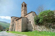 Chiesa di San Francesco, l'abside e l'alto campanile.