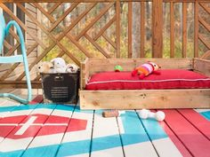 DIY Dog Bed: See 37 Cute ideas and tutorials Wood Dog Bed, Pallet Dog Beds, Diy Dog Bed, Diy Pallet, Pallet Wood, Niche En Palette, Build Your Own Sofa, Wood Bathtub, Outdoor Dog Bed