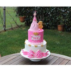 Karlı bir İstanbul sabahından herkese günaydın ❄️⛄️❄️ Güzeller güzeli Ece 4 yaşında  #happywednesday  #birthdaycake #doğumgünüpastası #doğumgünü #cakeart #fondantcake #şekerhamurlupasta #şekerhamuru #fondant #sugarcake #cakedesign #princesscake #cakeoftheday #butikpasta #cakedecoration #kişiyeözelpasta #instacake #cakestagram #sugarcraft  #decoratedcake #edibleart #caketopper #figür #crown #cakesinstyle #ideiasdebolosdocesedelicias #fuaye #narcity #nishadalar @nurcangkn
