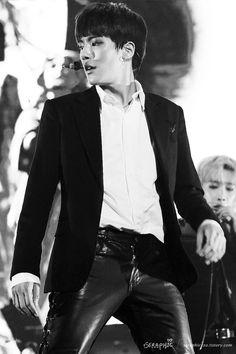 Minhyuk is so hot. Ahhhhh. My heart is omg