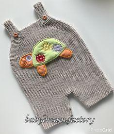 #elorgusu #babygirl #igbabies #cutebaby #cute #handknit #handmadegifts #babyshower #sipariş #igkiddies #instaboy #instagirl #internetanneleri #hamileanneler #instafashion #annebebek #hamile #bebekmodasi #elörgüsü #bebegimibeklerken #sizeözel #cutebaby #babycardigan #babybooties #handmade #baby #babyboy #bebek #trendykiddies Baby Dungarees Pattern, Crochet Baby, Knit Crochet, Felt Applique, Baby Bibs, Kids And Parenting, Crochet Projects, Hand Knitting, Cute Babies