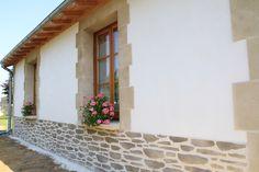 Une touche romantique donnée par l'enduit imitation pierre, Decopierre®  Réalisation faite par Habitat & Traditions