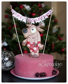 Шоколадно-ореховыйторт. Покрытие - шоколадный велюр, торт декорирован шоколадными шишками и имбирным печеньем в виде оленя.  http://vk.com/skroodge http://instagram.com/skroodge #торт #cake #sweet #skroodge #cupcakes #тортручнойработы #сладостиот@skroodge #тортназаказ #тортручнойработы #тортик #мастика #свадьба #мама #капкейки #cupcakes #деньрождения #голый #торт #nn #нн #имбирное #печенье #cookies #зима # шишки #шоколад