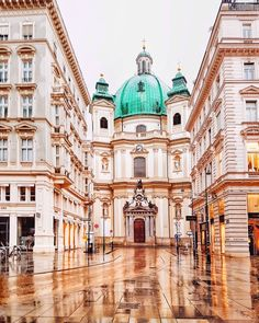 Peter's Church (Peterskirche) is located right next to Graben, which is one of the most representative places in the old town. Places To Travel, Places To Go, Wanderlust, Reisen In Europa, Austria Travel, Vienna Austria, City Photography, Beautiful Places To Visit, Best Cities