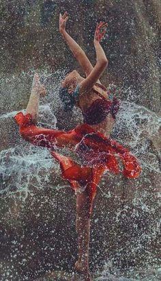 Ideas For People Dancing Drawings Art Little Girl Dancing, Dancing In The Rain, Swing Dancing, Rain Dance, Art Photography Women, Rain Photography, Beauty Photography, Romantic Photography, Photography Ideas