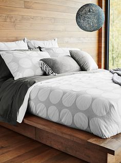 Our trendy duvet covers and comforters will keep you nice and cozy. Shop our selection for the master bedroom, guest room, and kids' room. White Duvet Covers, Duvet Cover Sets, Dispositions Chambre, Euro Pillow Shams, Percale De Coton, Lit Simple, Bedroom Layouts, Simple Colors, Minimalist Decor