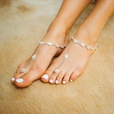 Pearl barefoot sandals with delicate chain. Perfect for your beach wedding. Foot Pedicure, Barefoot Shoes, Sexy Toes, Women's Feet, Bare Foot Sandals, Water Shoes, Anklets, On Shoes, Wedding Shoes