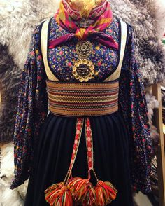 - vi gler oss til at sjå deg! Costumes Around The World, Frozen Costume, Folk Clothing, Tribal Dress, Folk Costume, Festival Wear, Traditional Dresses, Learn Quran, Folklore