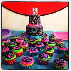 Paint Splatter Cake & Cupcakes #cupcakes