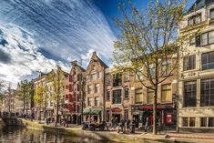 AMSTERDAM EXPLORER With the buzz of a big city and charm of a little village, let Amsterdam's tree-lined canals captivate you. Best Spring Break Destinations, Family Destinations, Amsterdam Holidays, Amsterdam City, Au Pair, Hostels, Ocean Cruise, Amsterdam Things To Do In, Last Minute Travel