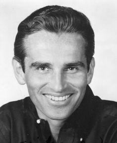 † James Douglas (86) 05-03-2016 James Douglas, de acteur die schitterde in ABC's dramaserie Peyton Place en de soap As The World Turns van CBS, is op 86-jarige leeftijd overleden.