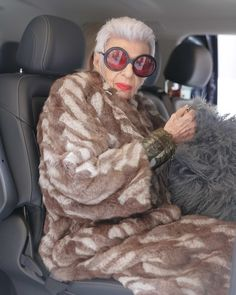 Iris Apfel en route to Dries van Noten show (1)