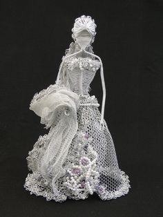 Noiva: escultura de alumínio
