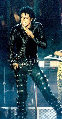 hip-hop-school:  Michael Jackson - Bad Tour
