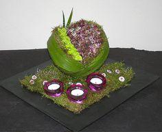 Bol steekschuim bekleden met bladeren en opvullen met bloemen - online bloemen leren schikken
