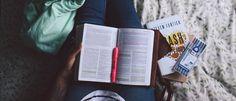 """Eu não sei ler muito bem poesia. Nunca soube lidar muito bem com um livro dessa linha literária… Não sei se leio de forma usual, linear, da primeira a última página, ou se faço a linha """"minutos de sabedoria"""" abrindo e..."""