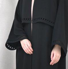 Simplicity is Sophistication 💕 Spring 2018 Modern Abaya, Modern Hijab Fashion, Abaya Fashion, Iranian Women Fashion, Islamic Fashion, Muslim Fashion, Simple Abaya Designs, Cotton Dresses Online, Parda
