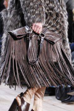 Michael Kors Collection Fall 2014 Ready-to-Wear Collection - Vogue Boutique Michael Kors, Sac Michael Kors, Cheap Michael Kors, Michael Kors Outlet, Handbags Michael Kors, Josephine Le Tutour, Vogue, Michael Kors Collection, Kors Jet Set