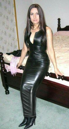 Long black leather hobble skirt – Rosey Source by Long Leather Skirt, Black Leather Dresses, Look Fashion, Girl Fashion, Womens Fashion, Mode Latex, Hobble Skirt, Leder Outfits, Leather Fashion