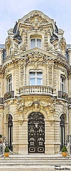 Van Dyke Mansion Paris