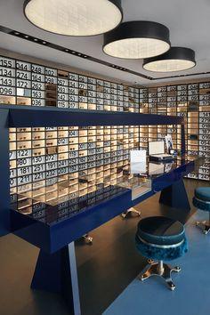 oliver-peoples-dimore-studio-miami-store Les lamp et chaises Interior Design Images, Shop Interior Design, Miami Store, Glass Store, Optical Shop, Luxury Store, Retail Store Design, Retail Interior, Hotel Interiors