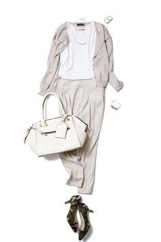 旬のタックパンツはニュアンスカラーで、 ONもOFFもゆるっと着こなす。