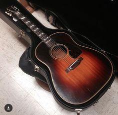 1942 Gibson Banner Southern Jumbo in original sunburst finish. Gibson Acoustic, Acoustic Guitars, Guitar Chords, Gibson Epiphone, Guitar Building, Guitar Design, Vintage Guitars, Music Instruments, Wood