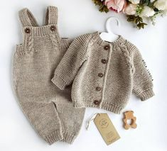 The Effective Pictures We Offer You About crochet bebes A quality picture can tell you many things. Baby Hats Knitting, Knitting For Kids, Baby Knitting Patterns, Baby Patterns, Knitted Hats, Baby Outfits, Crochet Baby, Knit Crochet, Ralph Lauren Kids