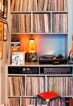 Best Music Room In House Vinyl Records Ideas Record Shelf, Vinyl Record Storage, Vinyl Music, Vinyl Records, Cd Storage, Storage Shelving, Vinyl Room, Muebles Living, Audio Room