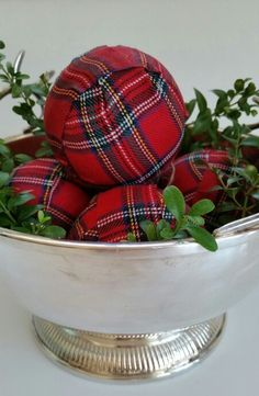 Have yourself a Tartan Christmas with these Tartan centerpieces | Christmas Entertaining Ideas | Holidays | Tablescapes | Dinnerware | China