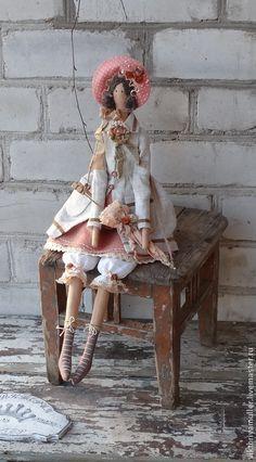 Купить кукла тильда ручной работы Барышня в пальто по мотивам - коралловый, серый