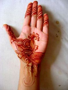 i also have some henna if you guys wanna do some designs??? ill offer up my artsyness to draw on you.