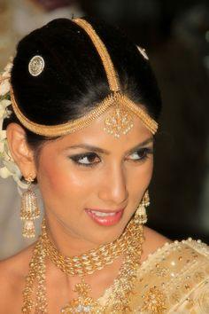 SRI-LANKA-BRIDE-WEDDING-CINNAMON-LAKESIDE http://www.keepcalmandtravel.com/sri-lanka-8-days-heaven-hell/