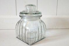 Vorratsglas mit Deckel aus Glas eckig Vorratsdose Nostalgie Bonbonglas Dekoglas Glasdose ca. 14cm von HKT Home Deco, http://www.amazon.de/dp/B00F9WLA76/ref=cm_sw_r_pi_dp_oOR4sb10E5ZQY