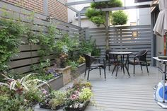 ウッドデッキにいても、手軽にガーデニングを楽しみたい! 「ウッドデッキ&花壇」  attic garden(アティック ガーデン)