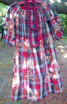 """Tous les patrons tirés du magazine """" Cent idées"""" »(ici la photo du numero 1) C'est ici, clic sur les titres ! Pour les femmes (et hommes) : La robe tunique été 2009 L a combinaison de l'été 2009 Le pantalon """"crétois enveloppe"""" La jupe en biais simplissime... Diy Couture, Upcycle, Sewing Projects, Men Casual, Plaid, Womens Fashion, Mens Tops, Project Ideas, Vintage"""