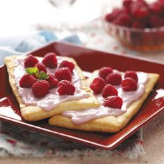 Raspberry Yogurt Pastries Recipe -This is a quick and tasty dessert to top off any meal. Better yet, three basic ingredients are all you need to whip it up! Just Desserts, Delicious Desserts, Dessert Recipes, Yummy Food, Tasty, Pastry Recipes, Cooking Recipes, Homemade Pastries, Sweet Tarts